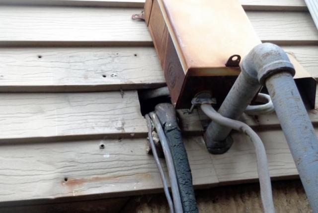 Woodbridge, VA...Electric Disconnect Straddling A Gas Line
